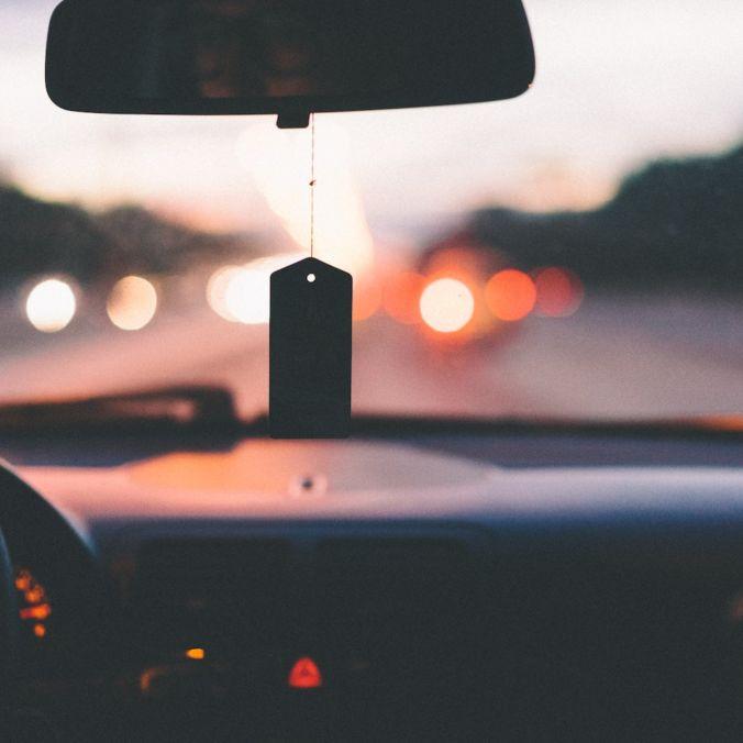Ilustračný obrázok - pohľad z auta